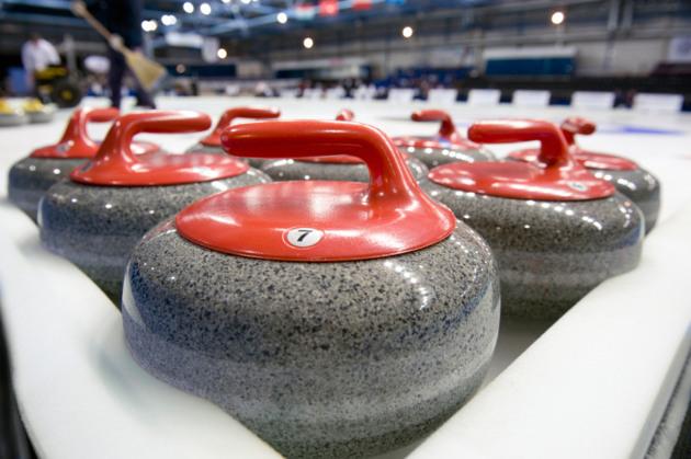 1592 0 l_attrezzatura per il curling_ok